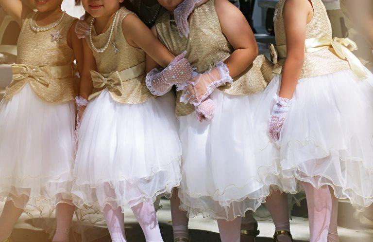 Habiller un enfant pour un mariage, quel style ?