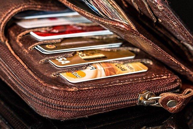 Les porte-cartes pour homme et femme comme cadeaux d'entreprise